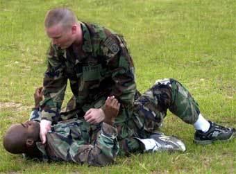 Спецназовцам, снявшимся в гей-порно, грозит увольнение из армии. Мы также