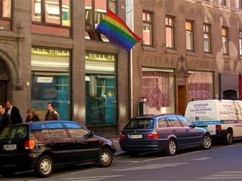 Флаг гей-движения на доме в Осло. Фото пользователя Grzegorz Wysocki с сай